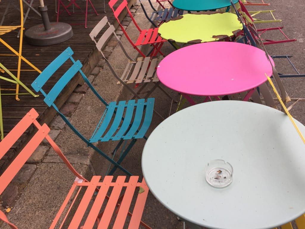 Chaises couleurs 1600x1200
