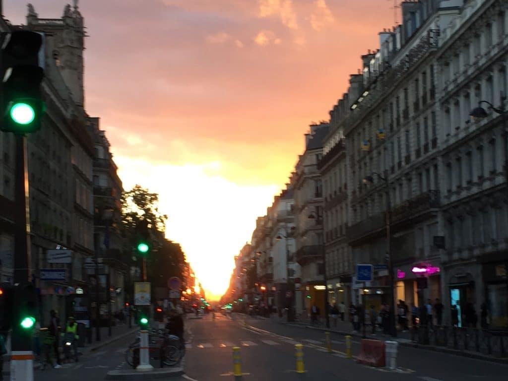 Rue Rivoli au coucher du soleil 1600x1200